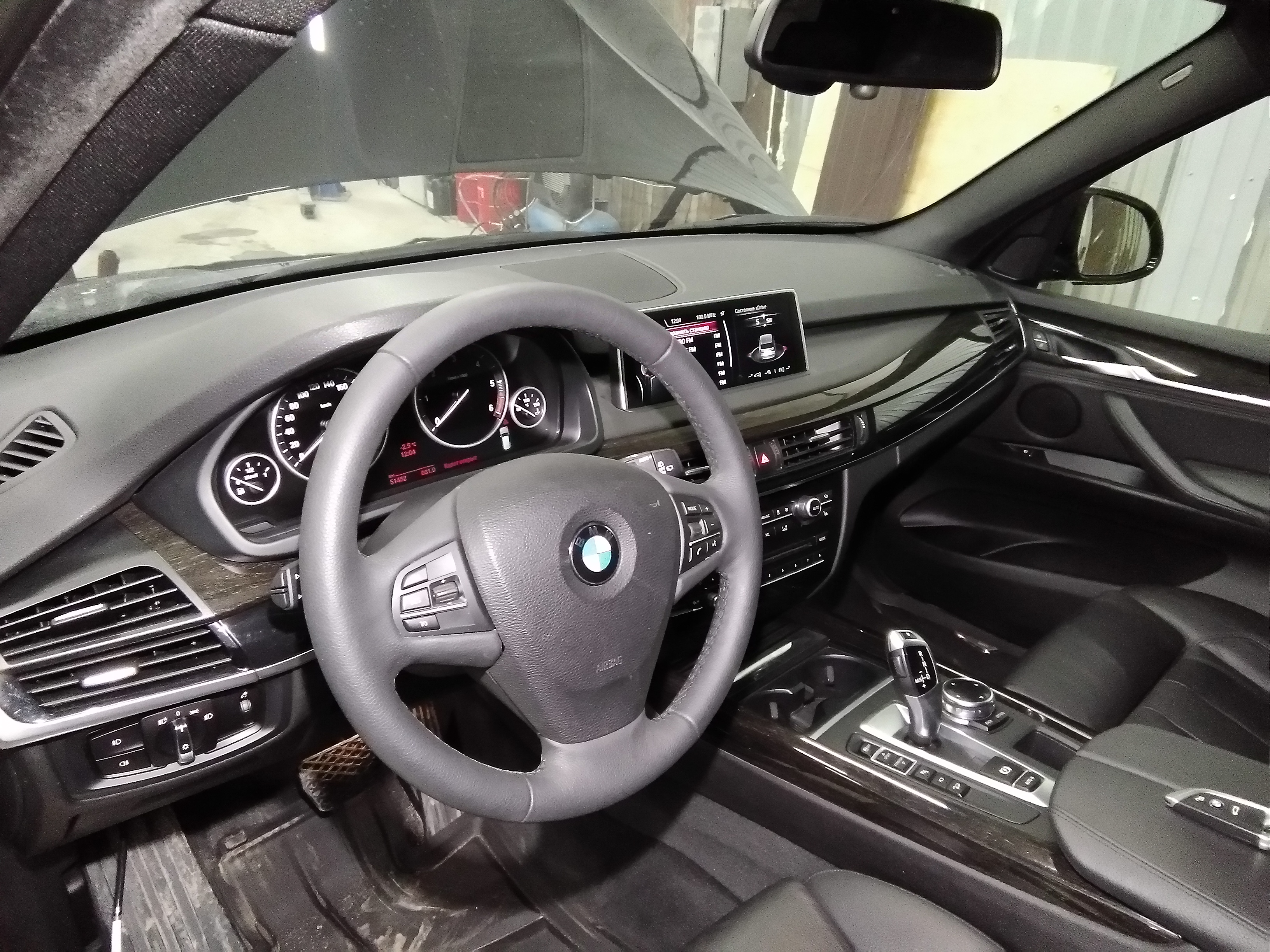 Установка спортивного руля BMW M на X5 F15